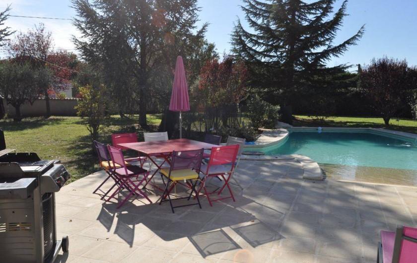 Location de vacances - Villa à Saint-Génies-de-Malgoirès - Salle à manger d'extérieur piscine À côté du pool House. Barbecue int & ext
