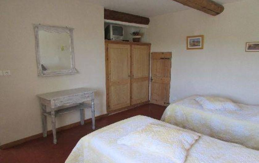 Location de vacances - Gîte à Mazan - Chambre 2 avec 2 lit simples attenants à la chambre parentale 1