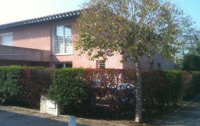 Location de vacances - Villa à Saint-Cyprien - Vue de l'extérieur
