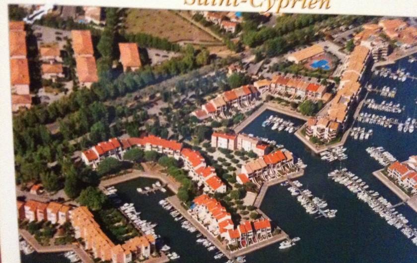 Location de vacances - Villa à Saint-Cyprien - Vue aérienne du quartier avec la résidence en haut à gauche