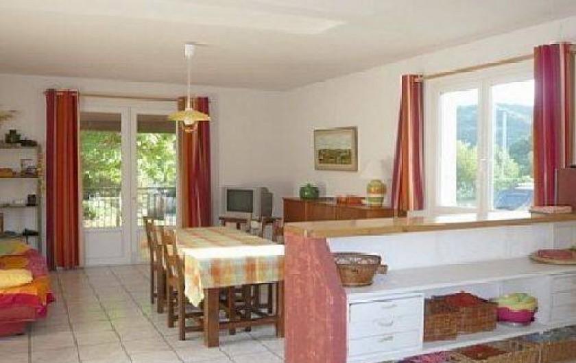 Location de vacances - Villa à Vallon-Pont-d'Arc - séjour salle à manger
