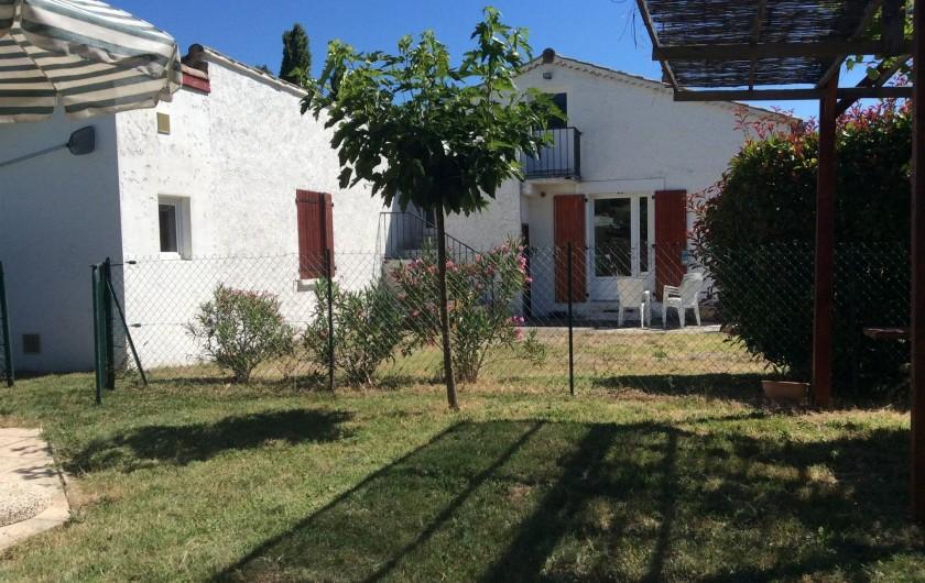 Location de vacances - Villa à Vallon-Pont-d'Arc - vue arrière maison