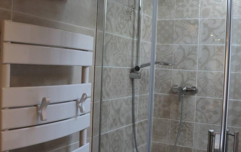 Location de vacances - Gîte à Béziers - Salle de douche et WC à l'étage