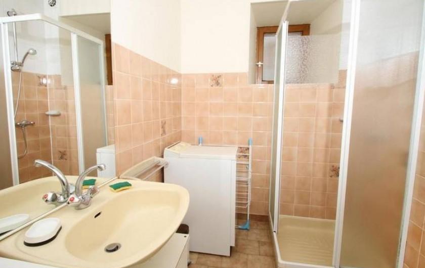 Location de vacances - Gîte à Saint-Étienne-de-Serre - Salle de bain