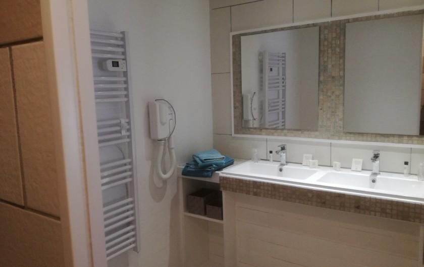 Location de vacances - Chambre d'hôtes à Lus-la-Croix-Haute - salle d eau M Deraismes