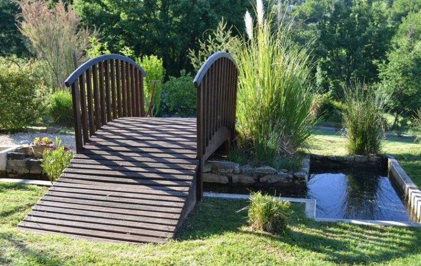 Location de vacances - Yourte à Barjac - Vaste jardin arboré labellisé Refuge LPO