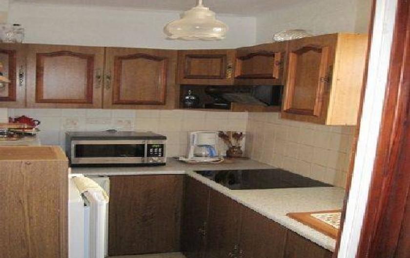 Location de vacances - Appartement à Six-Fours-les-Plages - cuisine indépendante