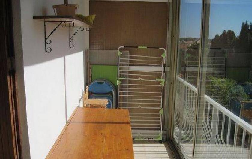 Location de vacances - Appartement à Six-Fours-les-Plages - Coin table sur la terrsse