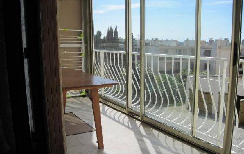 Location de vacances - Appartement à Six-Fours-les-Plages - terrasse fermée
