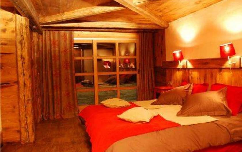 Location de vacances - Chalet à Sainte-Foy-Tarentaise - Lilou - Chambre quadruple supérieure, vue montagne