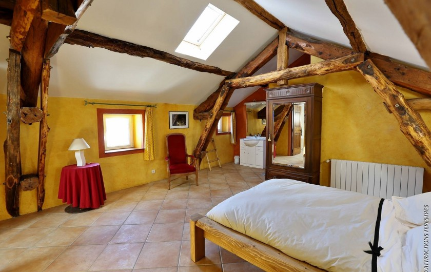 """Location de vacances - Gîte à Castanet-le-Haut - Chambre """"le grenier"""" 25m²"""