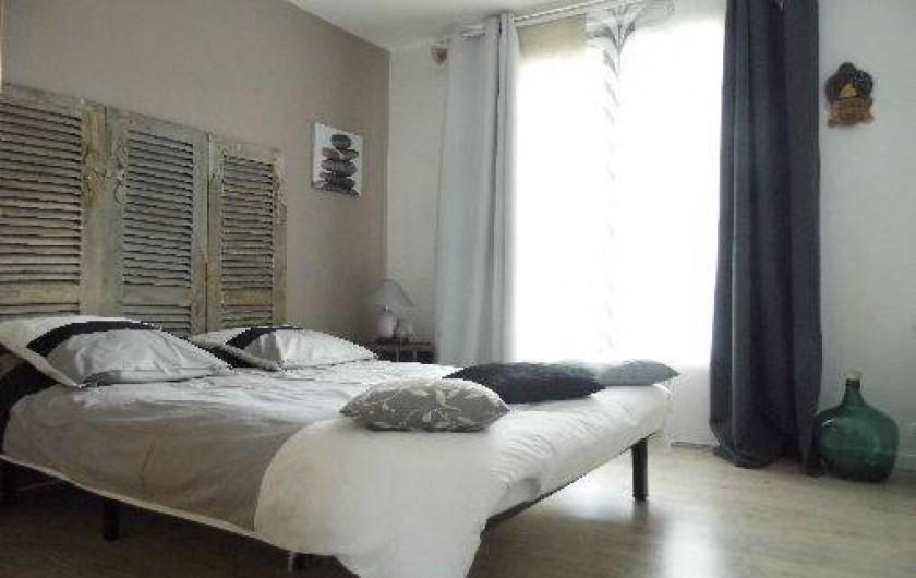 Location de vacances - Maison - Villa à Pluduno - chambre 2 avec lit de 2 personnes et TV