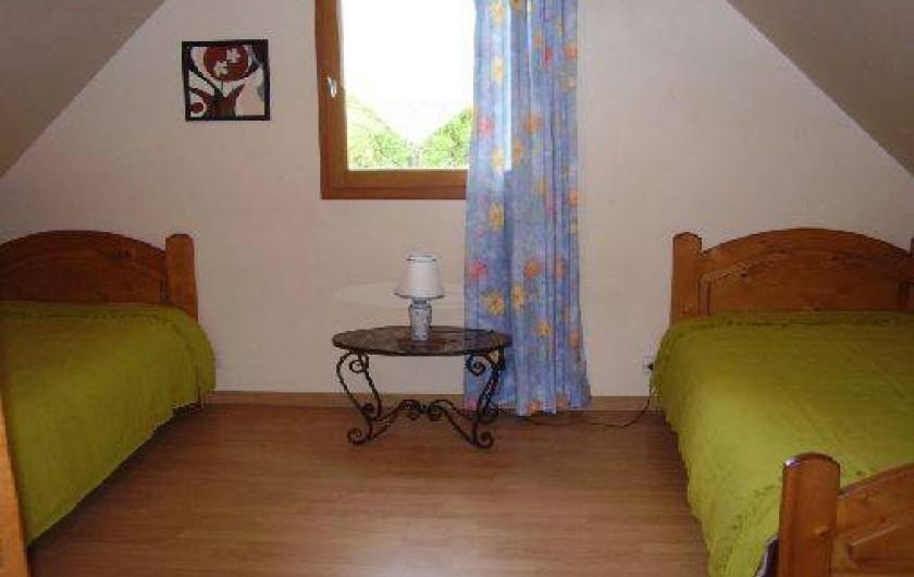 Location de vacances - Chalet à La Bâtie-Vieille - Chambre avec 2 lits simples