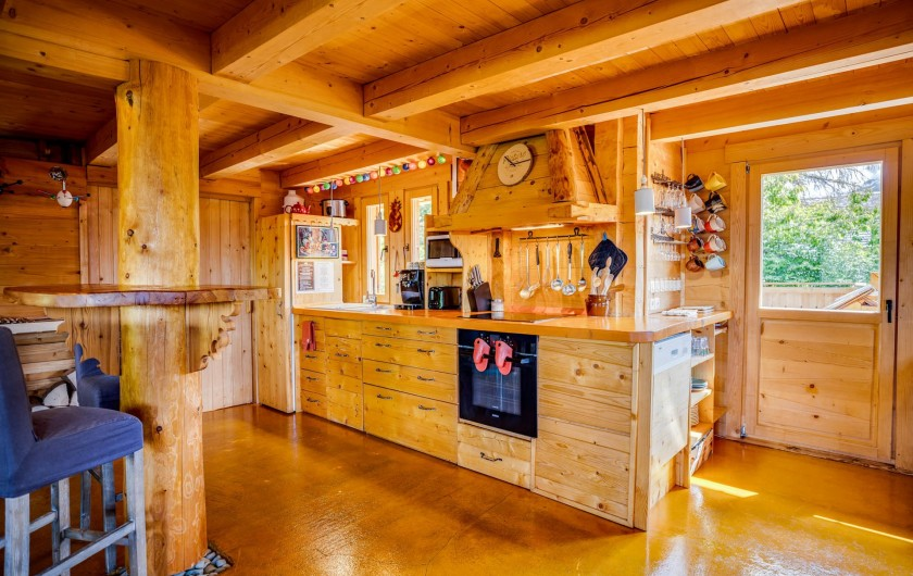 Location de vacances - Chalet à Manigod - La cuisine est pratique et bien équipée.