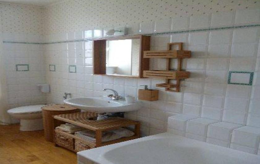 Location de vacances - Chambre d'hôtes à Marcolès - Salle d'eau de la chambre du Jardinier (Douche)