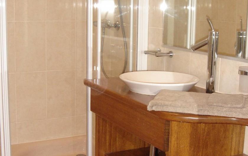 Location de vacances - Gîte à Nieul-sur-l'Autise - Salle d'eau de la chambre parentale