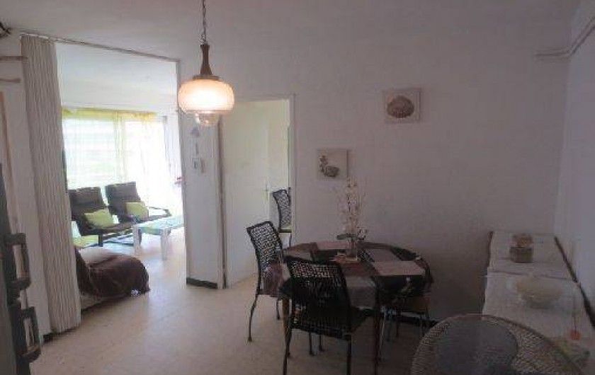 Location de vacances - Appartement à Canet-en-Roussillon - Salle à mange avec lits simples replies