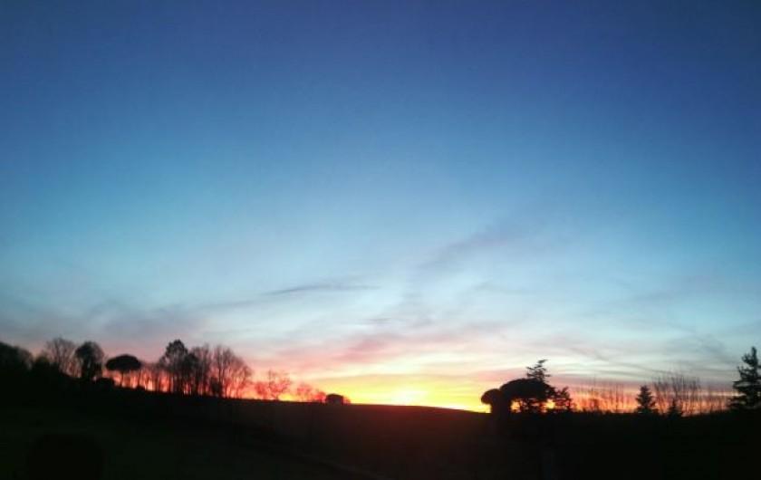 Location de vacances - Chambre d'hôtes à Saint-Avit-Sénieur - Le soleil se couche