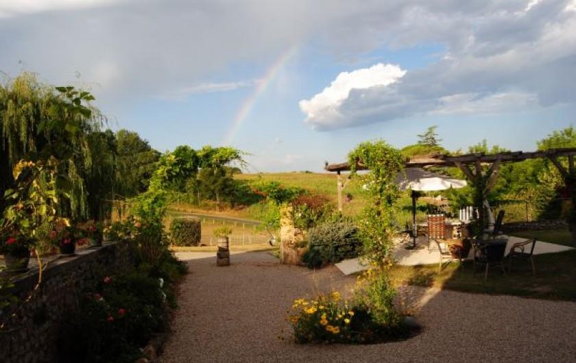 Location de vacances - Chambre d'hôtes à Saint-Avit-Sénieur - Après la pluie il y a toujours du soleil ! Photo côté sud