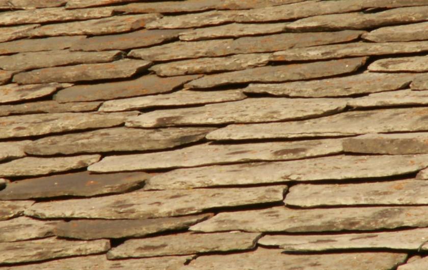 """Location de vacances - Gîte à Moudeyres - La toiture du gite est extraite d'une roche volcanique appelée """"Phonolite"""""""