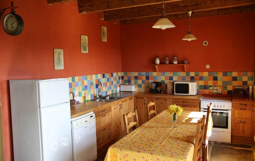 Location de vacances - Gîte à Moudeyres - Grande cuisine fonctionnelle, très bien équipée.