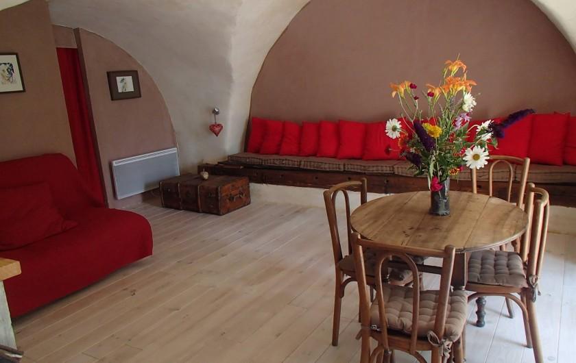 Location de vacances - Gîte à Chorges - vue du séjour à partir du coin cuisine.