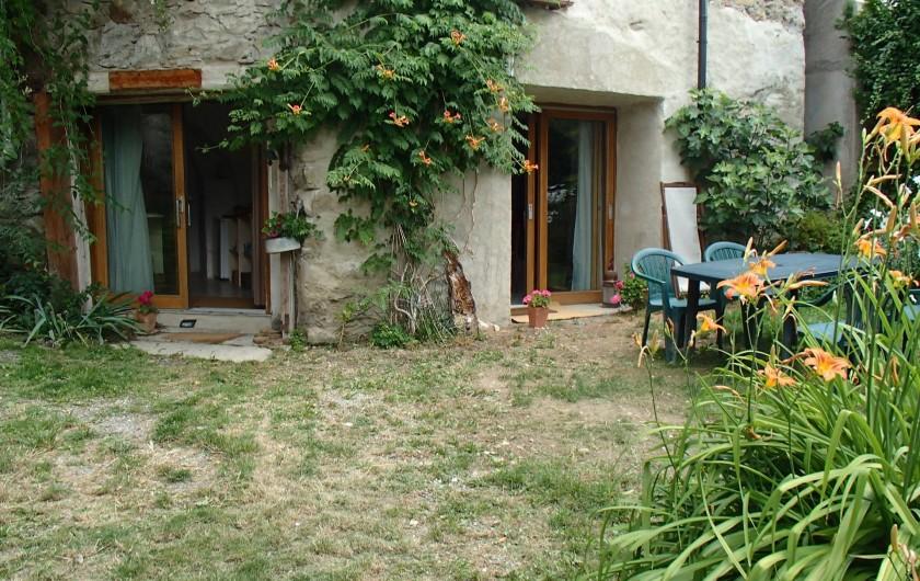 Location de vacances - Gîte à Chorges - vue du jardin privatif.