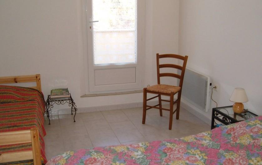 Location de vacances - Gîte à Saint-Romain-en-Viennois - Chambre étage Gite 4 donnant sur terrasse avec 1 lit 140 et 1 lit 90