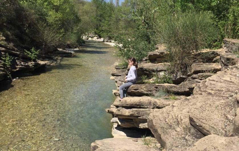 Location de vacances - Mas à Valréas - Un ruisseau 20 minutes de la maison, parfait pour un pique-nique !