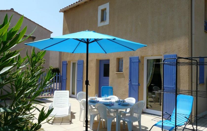 Location de vacances - Villa à Vaison-la-Romaine - la terrasse et son salon de jardin