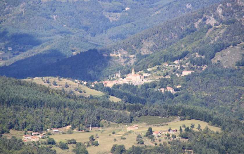 Location de vacances - Gîte à Rochepaule - paysage rochepaule vue de loin