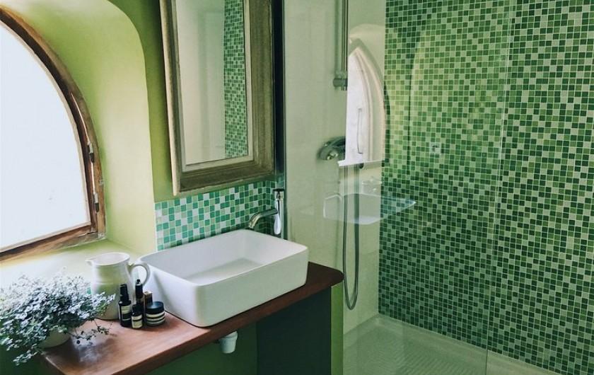 Location de vacances - Mas à Uchaux - Salle de bain d'un des gîtes