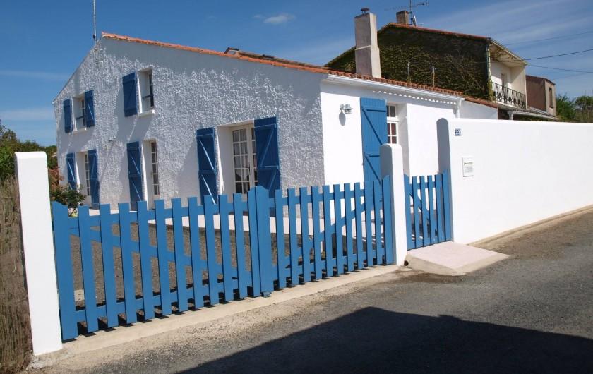 Location de vacances - Appartement à Brem-sur-Mer - Devant de la maison