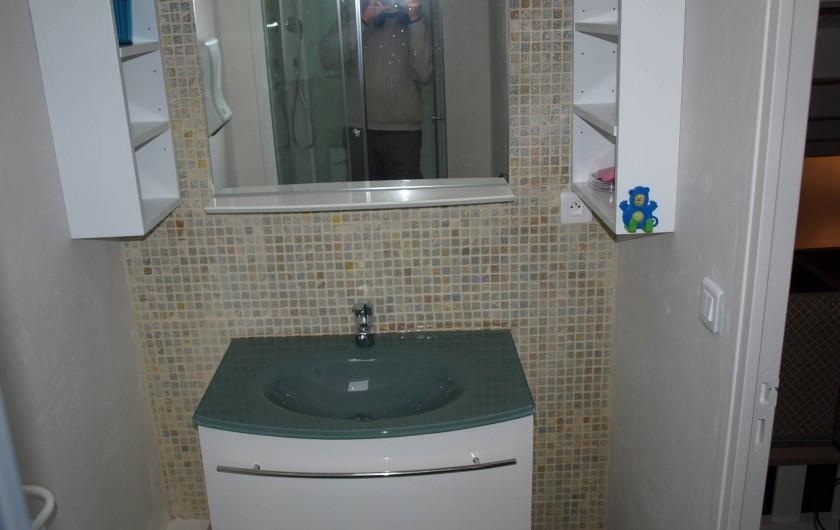Location de vacances - Appartement à Brem-sur-Mer - Salle de bain étage