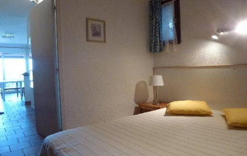 Location de vacances - Appartement à Le Lavandou - Rez de jardin-chambre
