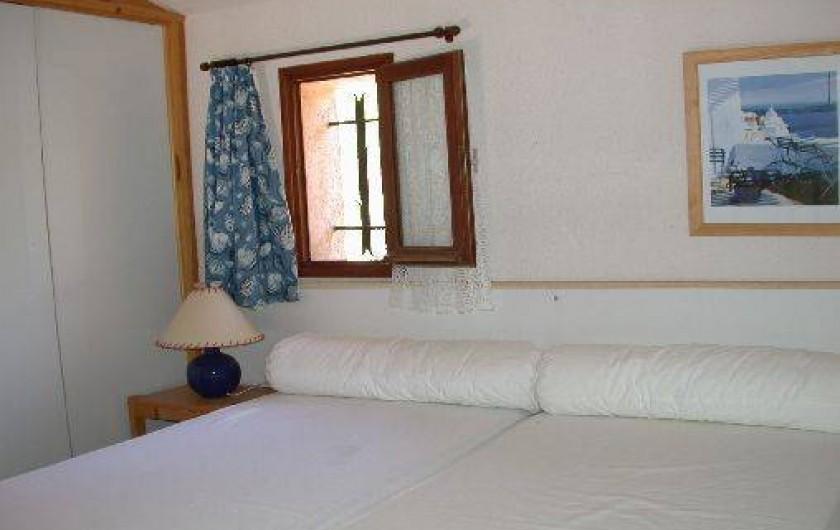 Location de vacances - Appartement à Le Lavandou - Studio-cabine-mezzanine Chambre en mezzanine