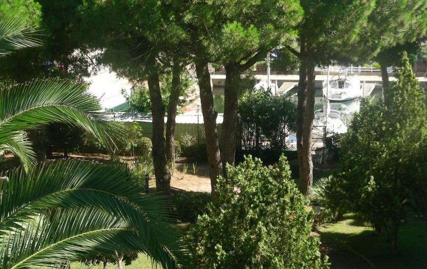 Location de vacances - Appartement à Agde - Jardin vu de l'appartement