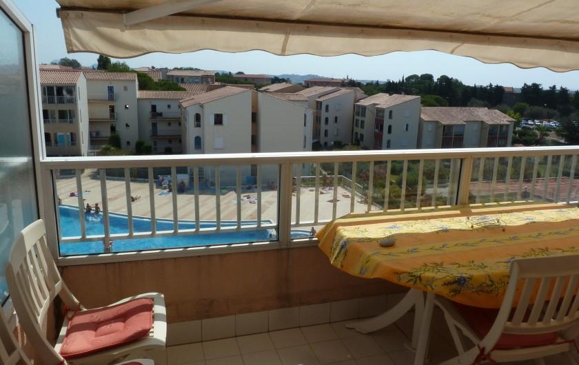 Location de vacances - Appartement à Fréjus - Terrasse vue piscine