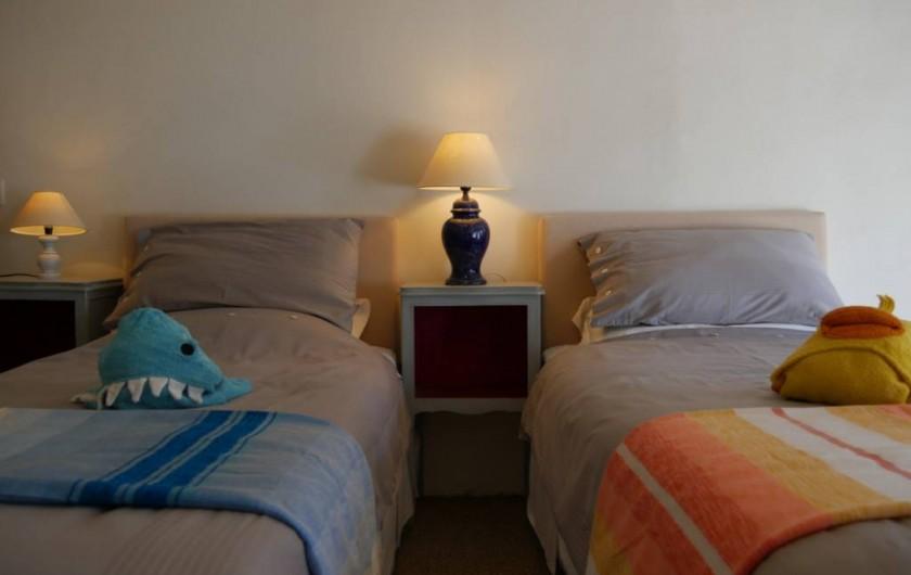 Location de vacances - Maison - Villa à Pouzolles - Chambre 3 en deux ou trois lits simples 90 x 200