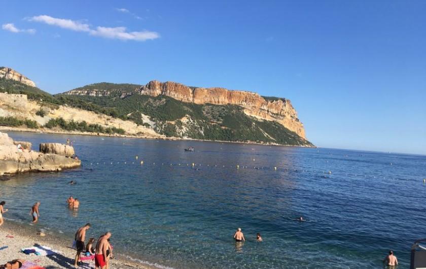 Location de vacances - Appartement à Cassis - La plage du Bestouan