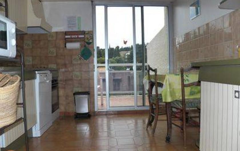Location de vacances - Appartement à Cassis - cuisine avec balcon