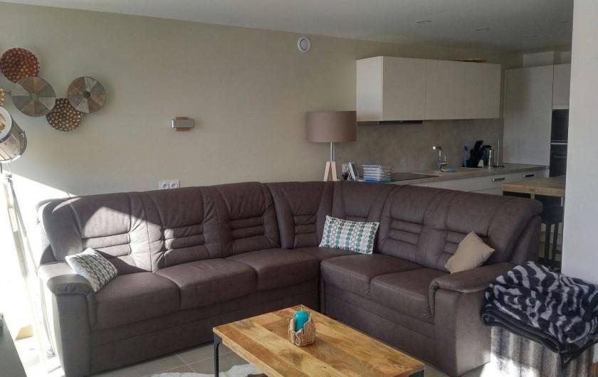 Location de vacances - Appartement à Les Deux Alpes - Coin salon /TV avec balcon coté sud, photo prise le jour
