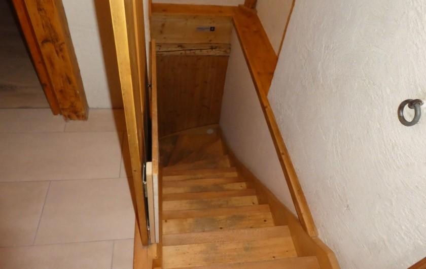 Location de vacances - Chalet à Bellevaux - Escalier pour l'étage