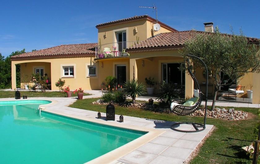 Location de vacances - Villa à Lalbenque - Vue jardin, piscine privée chauffée