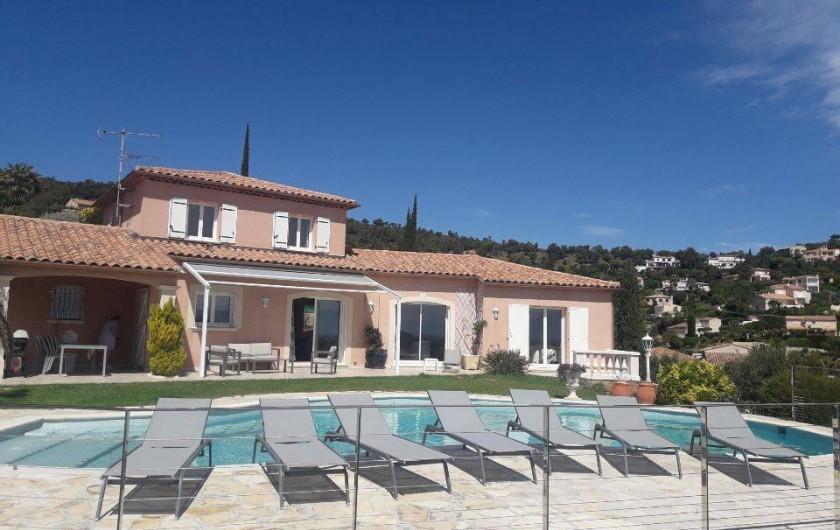 Location de vacances - Villa à Les Issambres - vue générale de la façade