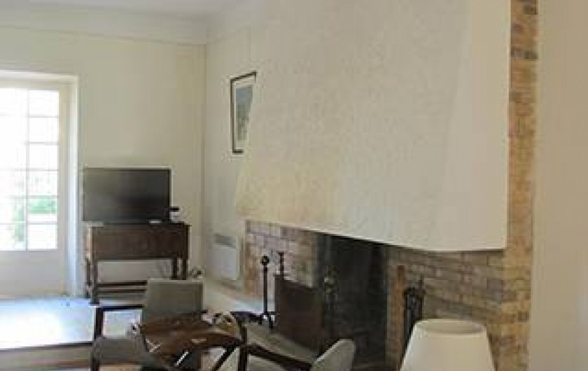 Location de vacances - Villa à Hyères - CÔTÉ SALON /CHEMINÉE
