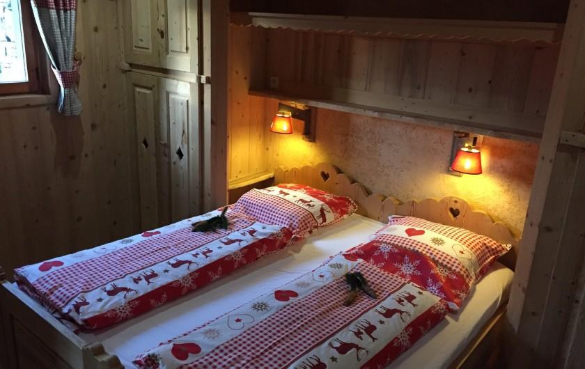 Location de vacances - Chalet à Servoz - La chambre parentale avec matelas 2x 90x2 m
