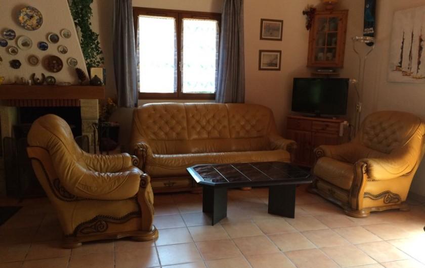 Location de vacances - Villa à Biscarrosse Plage - Salon cuir et télévision