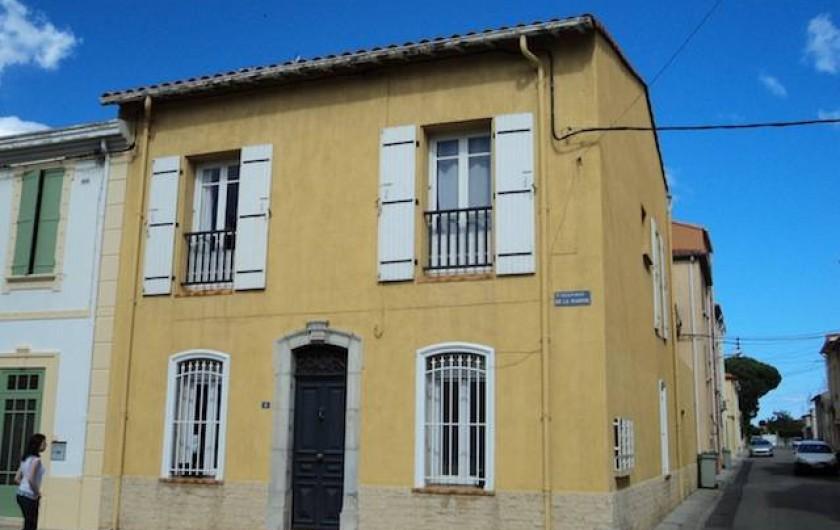 Location de vacances - Maison - Villa à Saint-Laurent-de-la-Salanque - Vue extérieure de la maison: le stationnement est libre et gratuit.
