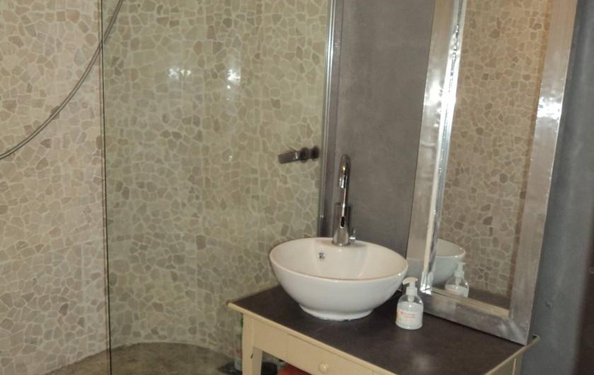 Location de vacances - Maison - Villa à Saint-Laurent-de-la-Salanque - Salle d'eau du RDC: douche à l'italienne, lavabo et WC